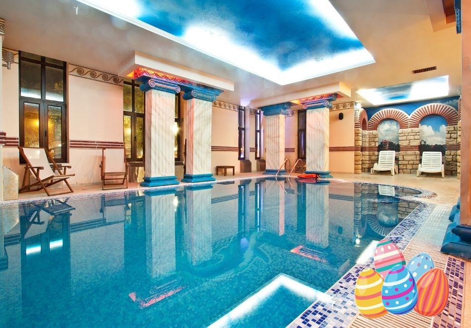 Великден на 1-ва линия в Поморие!  2 или 3 нощувки на човек със закуски +  празничен обяд  + басейн и СПА в хотел Сейнт Джордж****