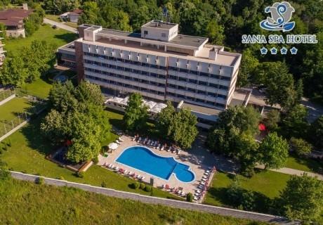 Делник в хотел Сана Спа****, Хисаря! Нощувка за двама със закуска + минерални басейни и СПА пакет. ДЕТЕ ДО 12г. БЕЗПЛАТНО!