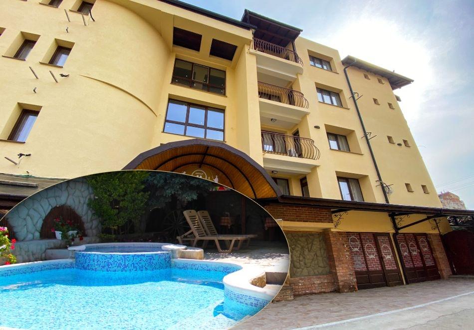 Нощувка на човек със закуска, обяд и вечеря + басейн в семеен хотел М1, Приморско