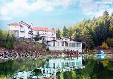 Нощувка на човек със закуска и вечеря в хотел Емили, Сърница.