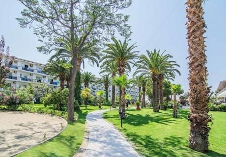 Почивка в Кушадасъ, Турция от юни до септември 2021. Чартърен полет от София + 7 нощувки на човек на база All Inclusive в Atlantique Hotel 3*!