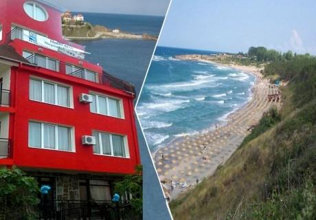 Нощувка на човек със закуска в хотел Кайлас, на 50м. от плажа в Ахтопол