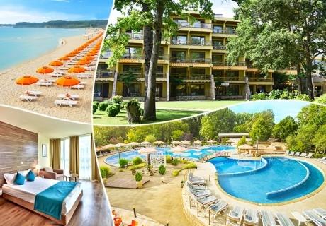 Нощувка на човек на база All Inclusive + басейн в хотел Магнолиите, на 200м. от плажа в Приморско