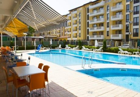 Нощувка на човек със закуска, обяд* и вечеря + басейн в апарт-хотел Съни Хаус, Слънчев бряг