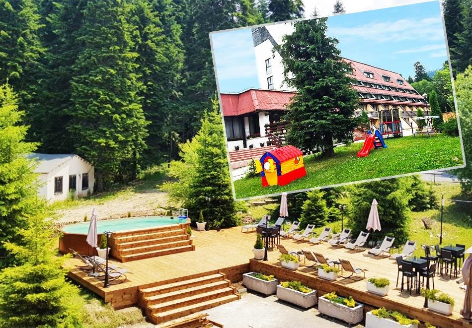 1, 2, 3 или 5 нощувки на човек със закуски + басейн в хотел Мура***, Боровец