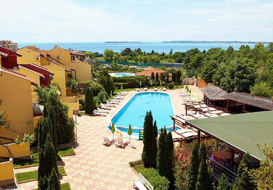 Нощувка на човек + басейн в семеен хотел Ялта, между Слънчев бряг и Св. Влас