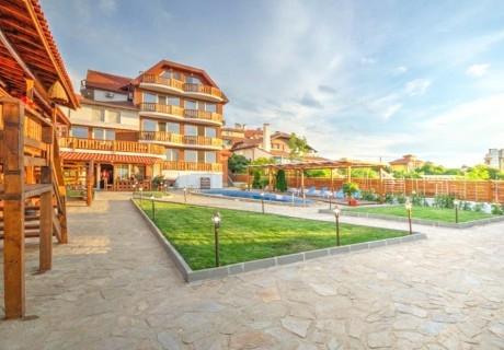 Нощувка със закуска за двама или трима с до 2 деца в хотел Каса Ди Ейнджъл, Синеморец