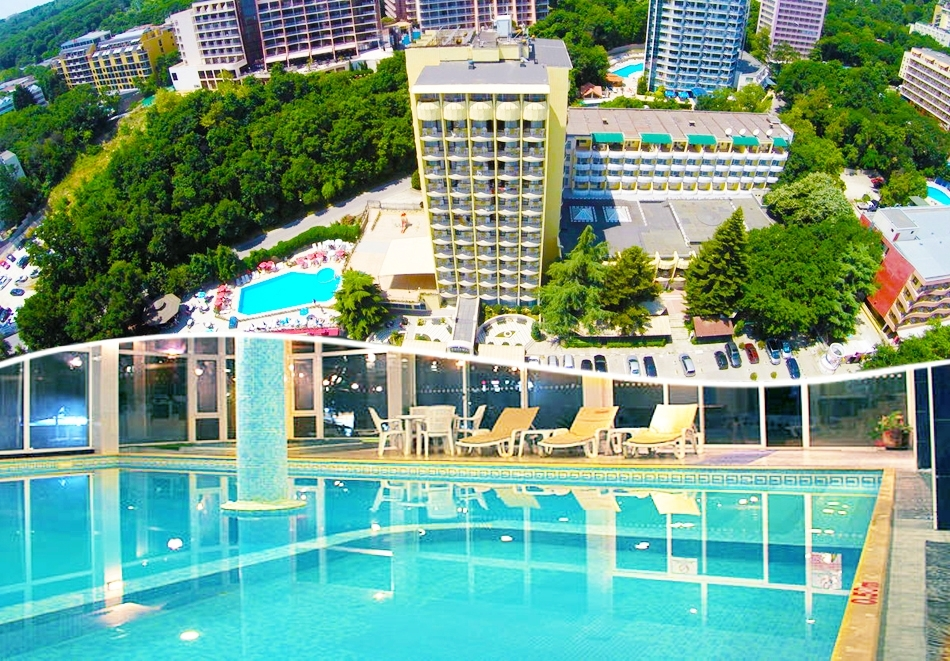 Нощувка на човек със закуска + басейн и СПА в хотел Шипка 4*, к.к. Златни Пясъци.