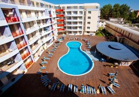 Нощувка в апартамент за 4 или 6 човека + басейн в Комплекс Централ Плаза, Слънчев бряг