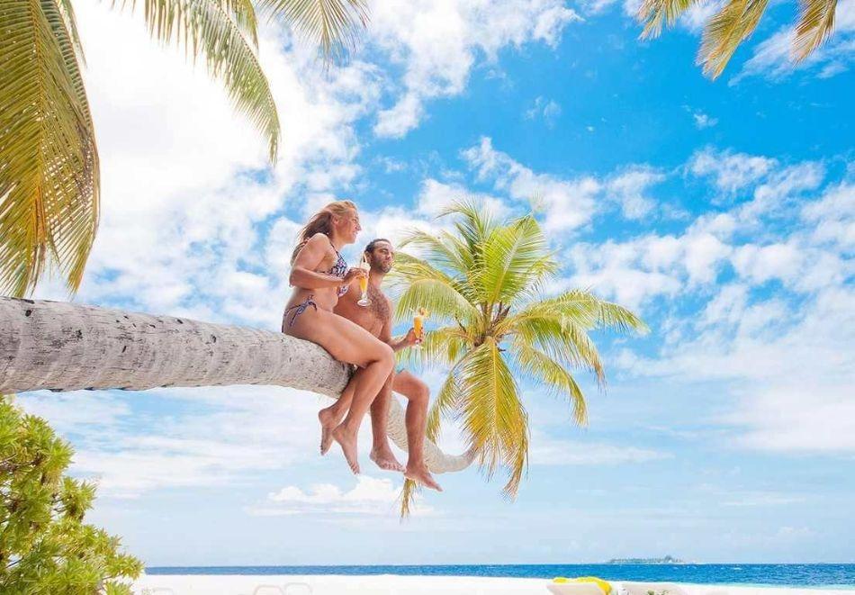 Почивка на Малдивите през септември и октомври 2021. Чартърен полет от София + 6 нощувки на човек на база All Inclusive във FIHALHOHI ISLAND RESORT 4*!