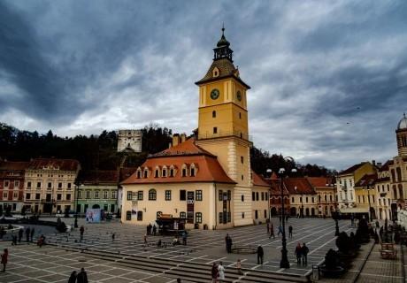 Екскурзия от юни до октомври до Румъния: Синая, Бран, Брашов, Букурещ! Автобусен транспорт + 2 нощувки на човек със закуски в хотел 3*. БЕЗ PCR!
