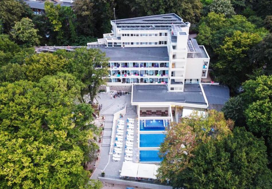 Нощувка на човек в двойна стая на база All Inclusive + басейн в хотел Ариана, Китен на 200м. от плажа. ДЕТЕ ДО 11.99г. БЕЗПЛАТНО