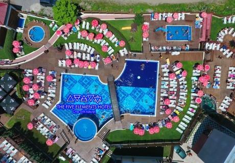 Нощувка на човек със закуска и вечеря + минерални басейни + вход за Аква клуб Котвата и релакс зона в хотел Петте елемента, Сапарева баня