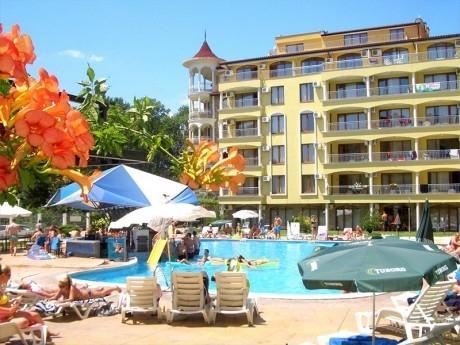 Нощувка за ДВАМА + басейн на 250 метра от плажа в хотел Съмър Дриймс, Слънчев бряг!