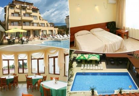 Нощувка на човек + басейн в хотел Теди, Слънчев бряг, на 100м. от плажа