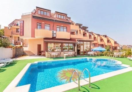 На ПЪРВА линия в Созопол! Нощувка на човек със закуска + басейн в хотел Аполис. Дете до 12г. БЕЗПЛАТНО!