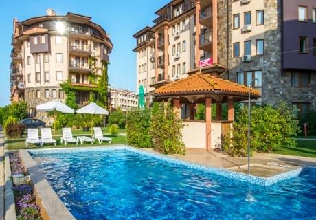 Септември в хотел Саут Бийч****! Нощувка на човек със закуска + анимация + басейн, шезлонг и чадър на плажа в Царево. ДЕТЕ до 11.99г. БЕЗПЛАТНО