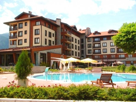 Нощувка на човек със закуска и вечеря + басейн и Релакс зона от Мурите Клуб Хотел, до Банско