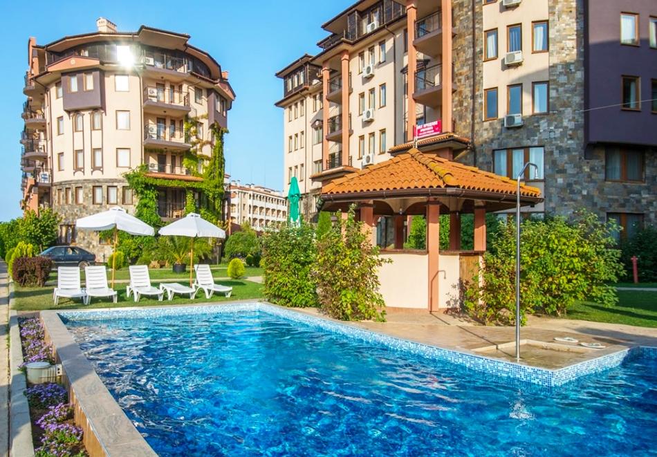 Септември в хотел Саут Бийч****! Нощувка на човек в двустаен апартамент със закуска + анимация + басейн, шезлонг и чадър на плажа в Царево. ДЕТЕ до 11.99г. БЕЗПЛАТНО