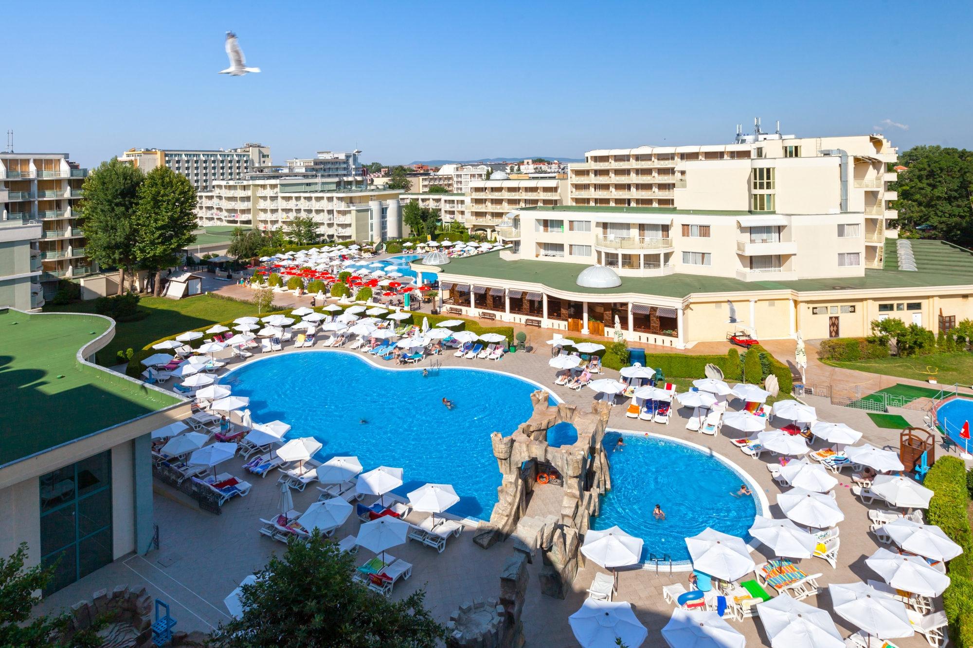 Нощувка на човек на база All Inclusive + басейн в ДАС клуб хотел, Слънчев бряг