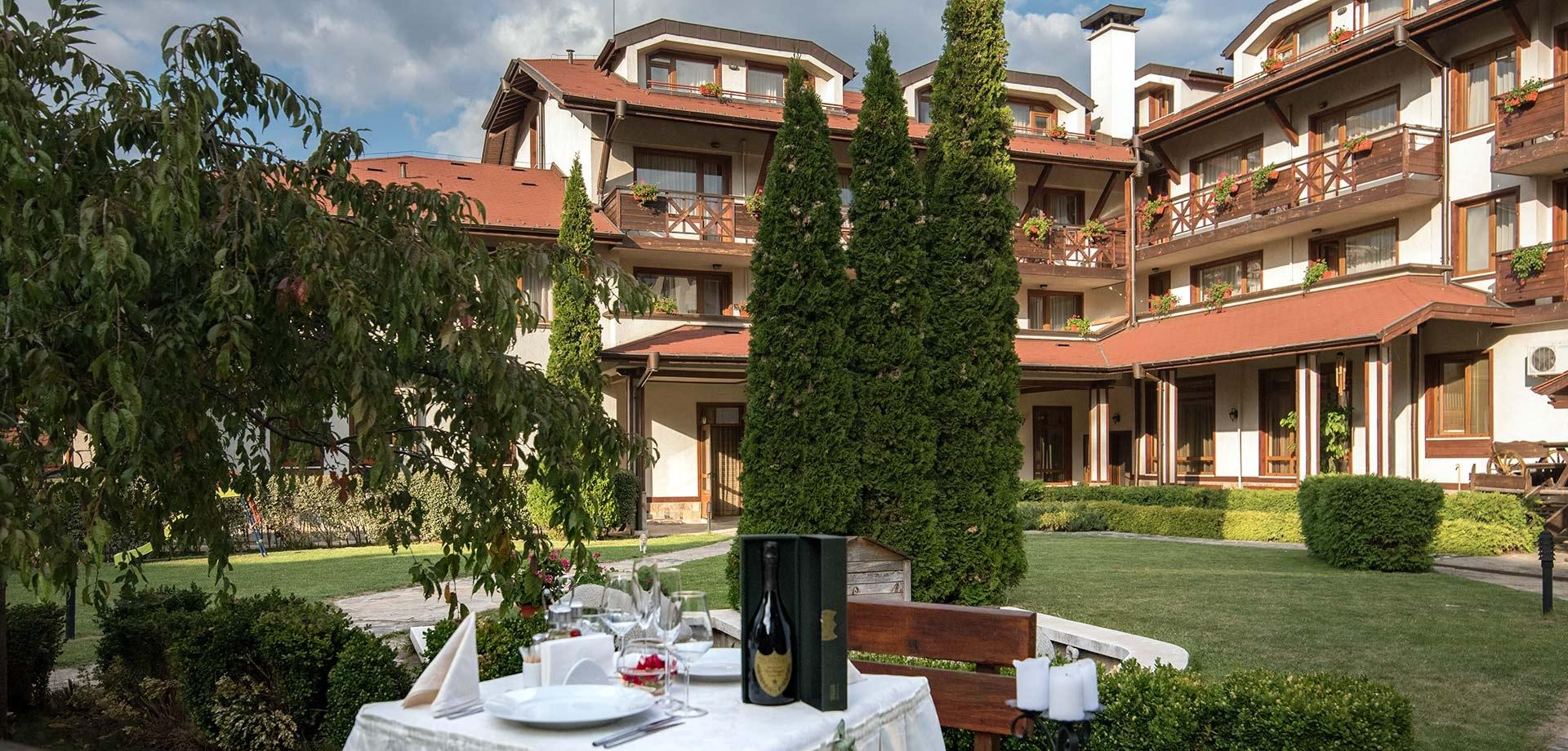 Нощувка на човек със закуска и вечеря + голям басейн и релакс зона в хотел Евелина Палас****, Банско