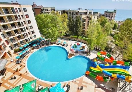 Нощувка на човек в двойна стая с балкон на база All Inclusive + 3 басейна и 2 аквапарка от Престиж хотел и аквапарк, Златни пясъци