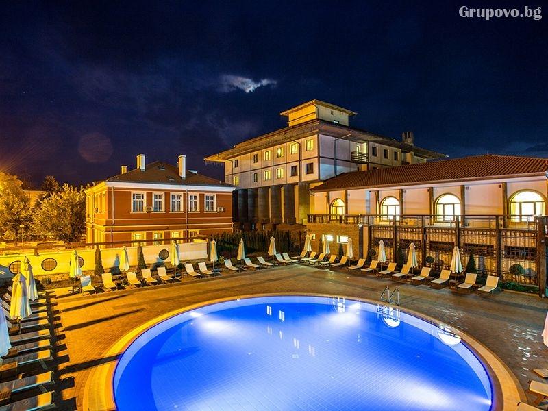 Уикенд в Панагюрище! Нощувка на човек със закуска + открит минерален басейн и СПА в хотел Каменград****