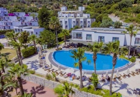 Почивка в COSTA 3S BEACH HOTEL 4*, Бодрум, Турция през август и септември . Чартърен полет от София + 7 нощувки на човек на база All Inclusive!