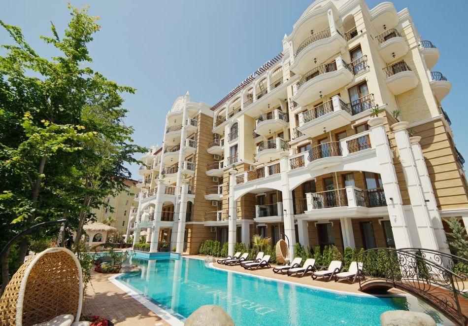 Нощувка в апартамент за двама с две деца или трима + басейн в хотел Хармони Суитс 8 и 9 Дрийм Айлънд, Слънчев бряг