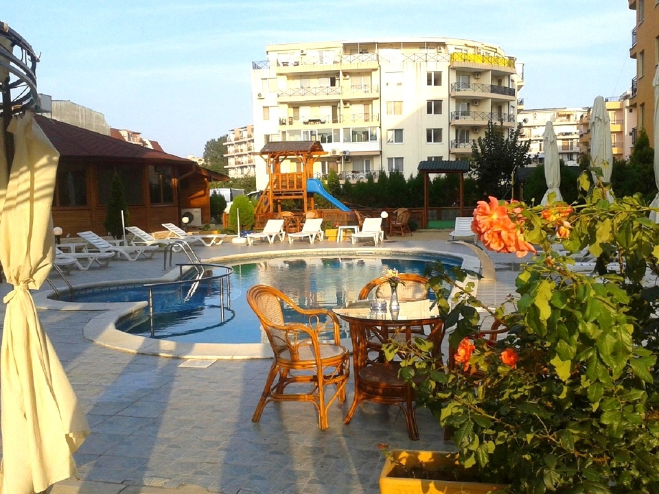 Нощувка на човек в Семеен хотел Мегас, Слънчев бряг