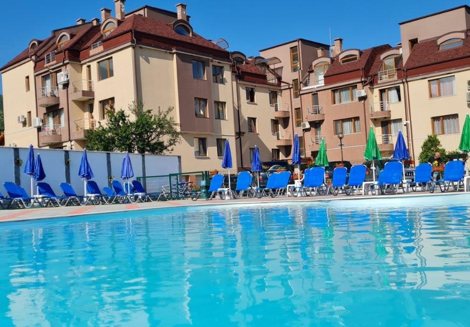 2 нощувки на човек + вечери + минерален басейн в Апартаменти за гости Сапарева Апарт, гр.Сапарева Баня