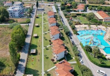 4+ нощувки със закуски и вечери на човек + басейн в Olympion Melathron Villas, Платамонас, Гърция! На 200м. от плажа Неи Пори