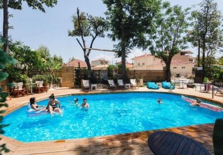 3+ нощувки на човек със закуски* или закуски и вечери* + басейн в Ionian Paradise Studio Apartments, Лефкада. Дете до 15.99г. БЕЗПЛАТНО
