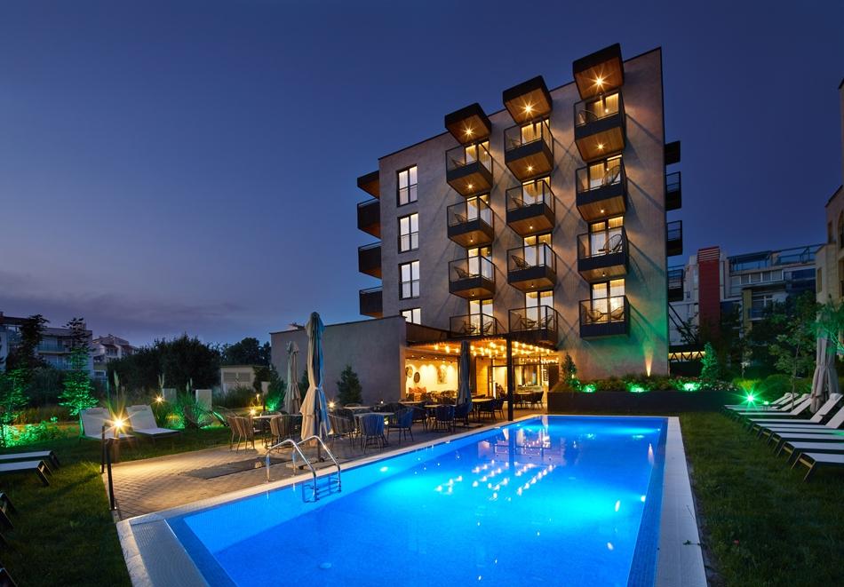 Нощувка за двама или четирима + басейн в хотел Амара Шугар, Слънчев бряг