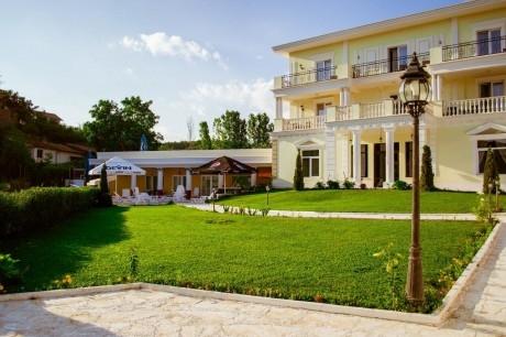 2+ нощувки на човек със закуски и вечери + вътрешен минерален басейн + релакс зона от хотел Алексион Палас