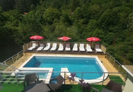 Нощувка на човек + басейн в къща за гости Шипково Хилс, с. Шипково