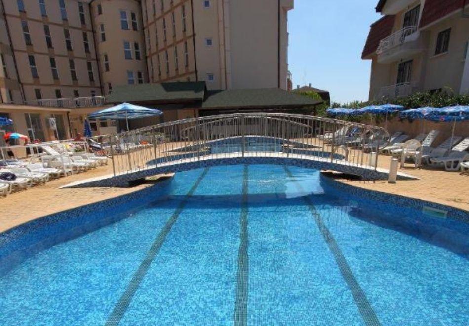 Лято в Константин и Елена! Нощувка на човек на база All Inclusive + басейн от хотел Аврора***