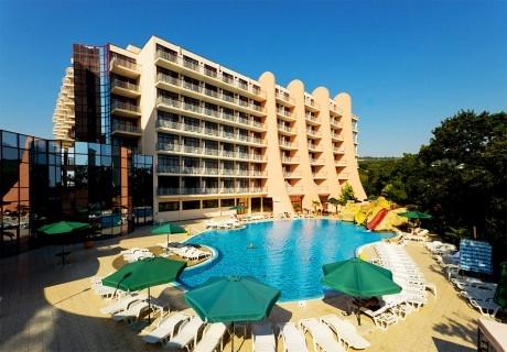 Нощувка на човек на базаAll Inclusive + басейн, чадър и шезлонг от хотел Хелиос Спа, Златни Пясъци. Дете до 11.99г. БЕЗПЛАТНО!