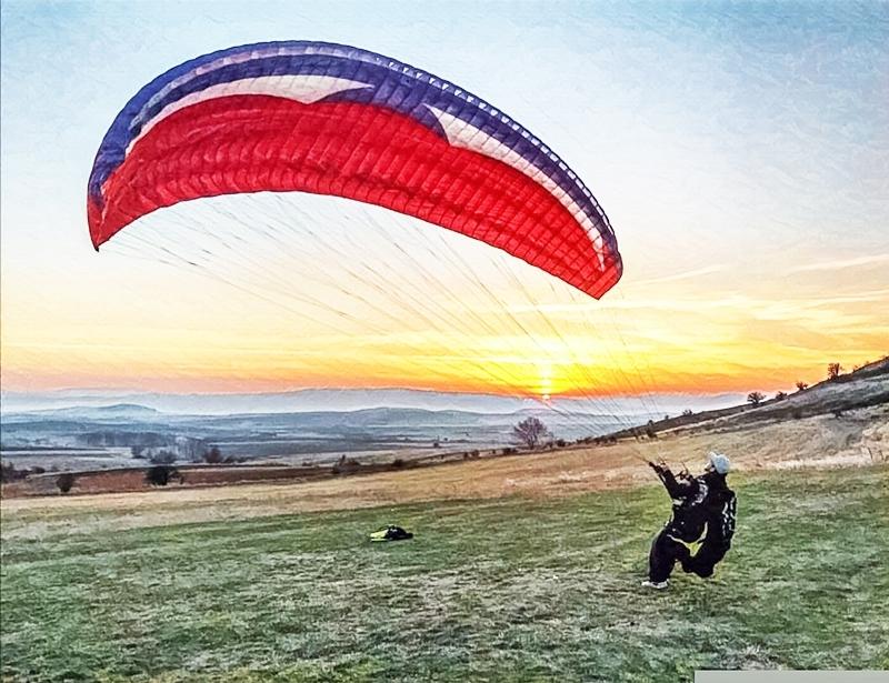 Тандемен полет с парапланер от склон от Сопот, Златица или Конявската планина от фирма Полети и приключения
