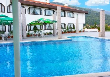 Нощувка на човек със закуска* + басейн в хотел Виктория, Брацигово