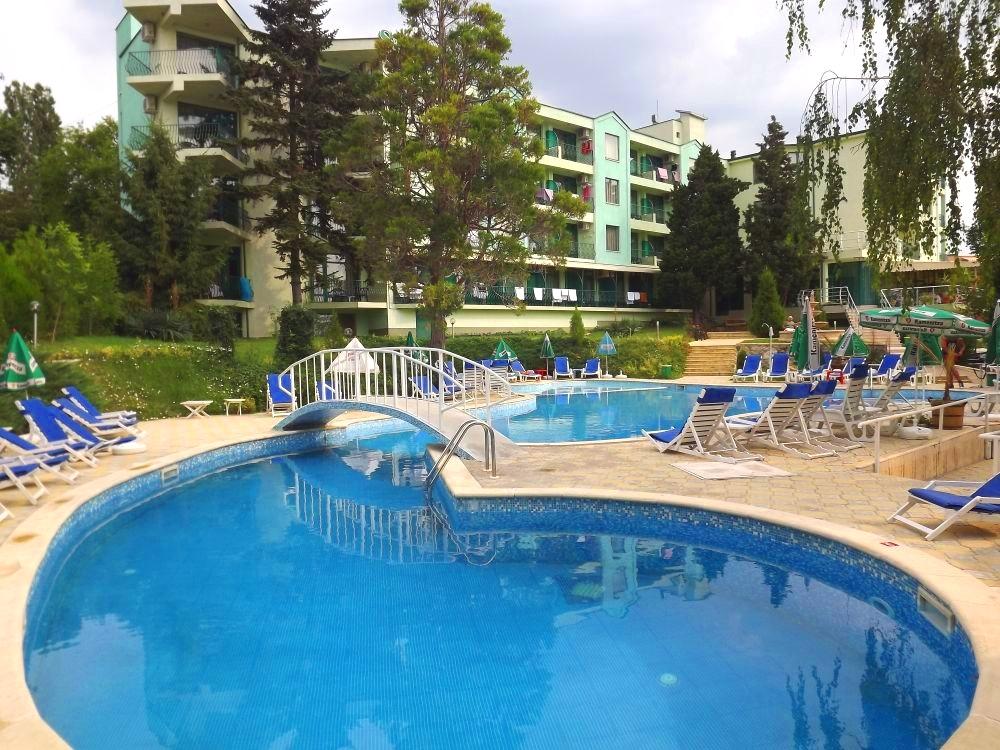 Нощувка на човек на база All Inclusive + басейн и безплатен транспорт до плаж Кабакум от хотел Силвър, местност Чайка - Златни пясъци