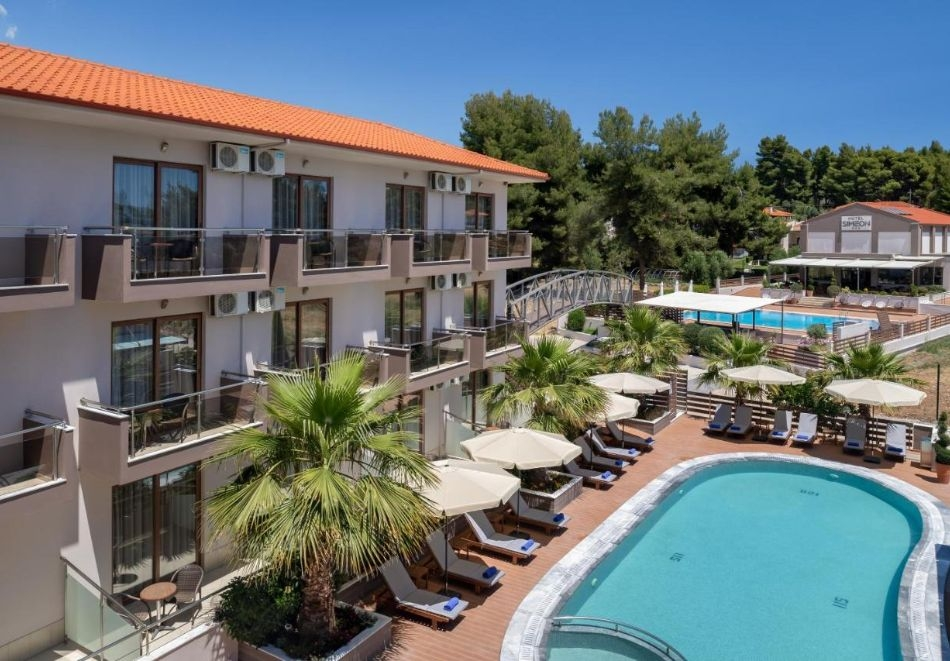 3 нощувки на човек в двойна стая, със закуски и вечери в Simeon Hotel 3*,  Метаморфози, Ситония, Халкидики! Само на 70 м. от плажа + 2 басейна!