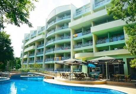 Нощувка на човек на база All Inclusive light  + басейн в Хотел Перуника***, Златни пясъци на 150 м. от плажа