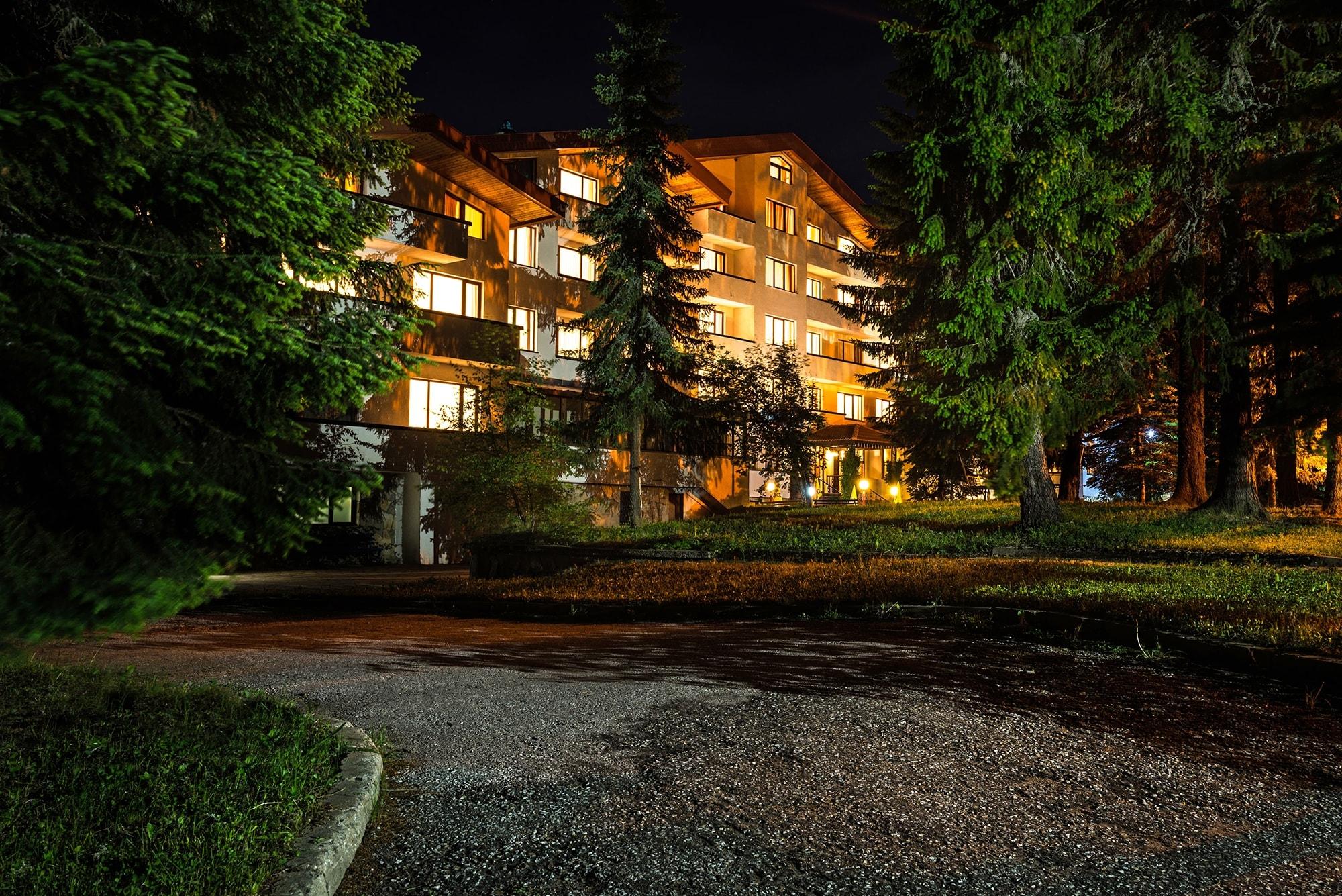Специална оферта за 23-31.08.21г.!Две нощувки на човек със закуски и вечери  + басейн и солна стая в хотел Елина***, Пампорово. Дете до 6.99г. - БЕЗПЛАТНО!