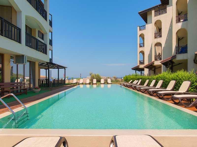 На ПЪРВА линия, плаж Оазис Бийч, Лозенец! Нощувка за ДВАМА или ТРИМА + басейн в хотел Оазис дел Сол. Дете до 12г. - безплатно