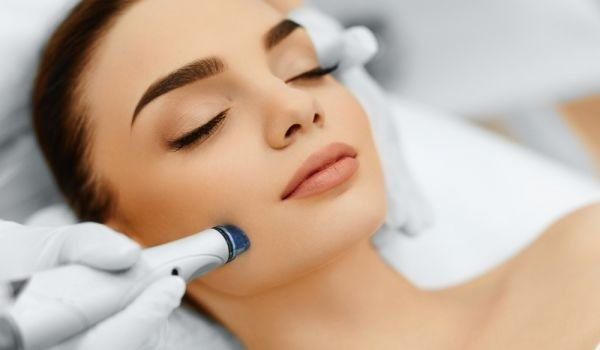 Лазерно подмладяване на лице и шия от Bloom beauty by M&K, София