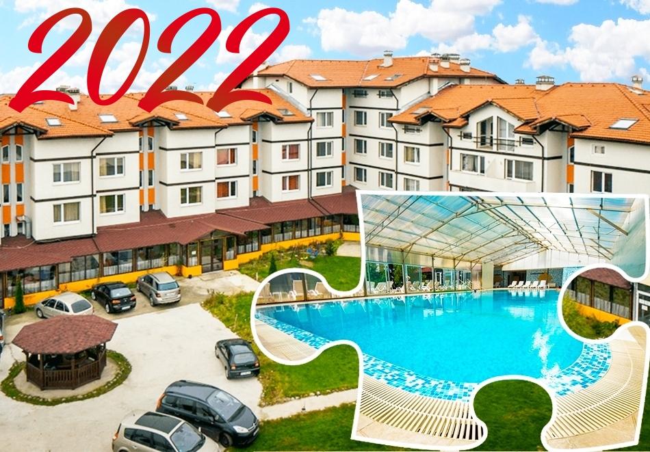 Нова година 2022 в с. Баня до Банско! 3 нощувки със закуски и вечери, 2 от които празнични + минерален басейн и релакс пакет в хотел Вита Спрингс
