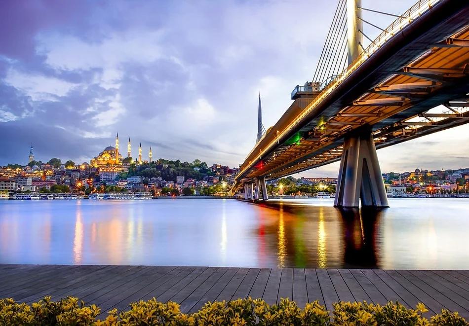 Екскурзия до Истанбул! Две нощувки със закуски + панорамна обиколка и посещение на църквата на Първо число oт ТА Джуанна Травел