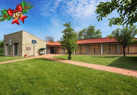Коледа до Плевен! Наем на луксозна къща, до 16 човека + барбекю от Къща Чудна, село Бресте, Червен бряг
