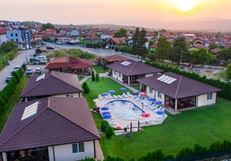 Нощувка в апартамент за до 4-ма + външен минерален басейн в комплекс Дарибел, Сапарева баня
